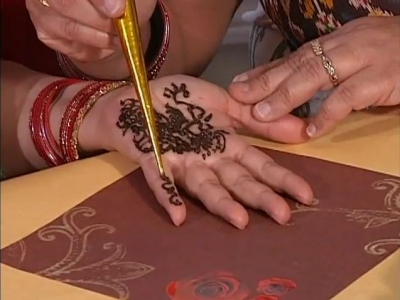 How to Apply Henna
